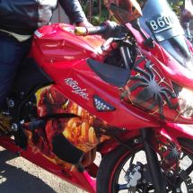 Motorcycle Graphic Mr Nyoman kanan IMG00843 20120804 1613